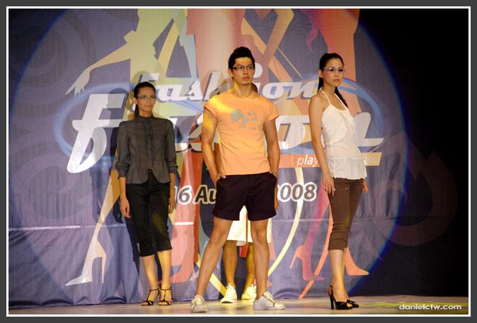 3 Posing Models