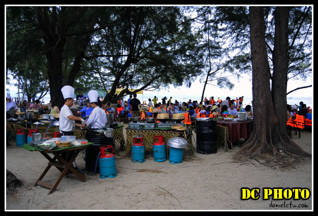Manukan Island Full of People