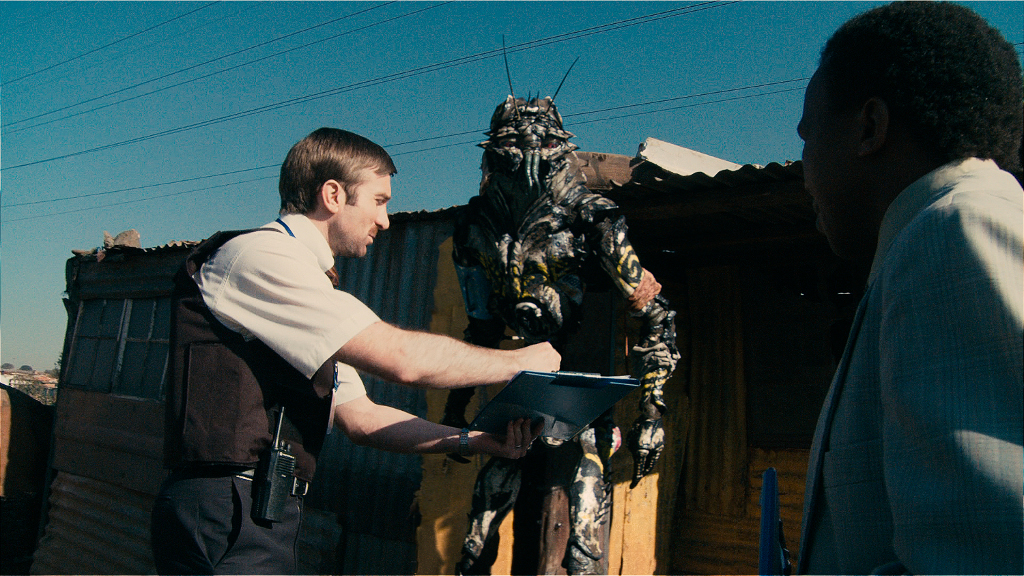 Talking to Alien in District 9