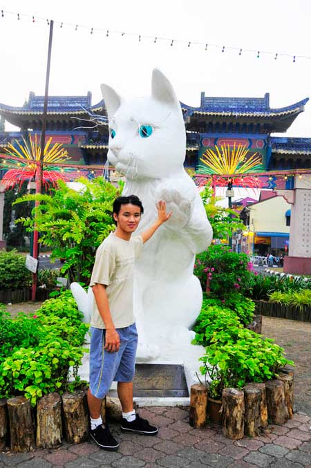 Daniel Chew and White Cat of Kuching City