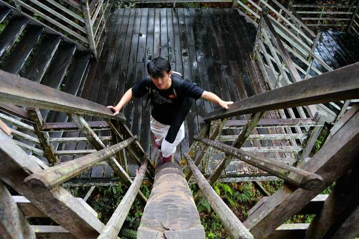 DanielCtw going up Rumah Orang Ulu
