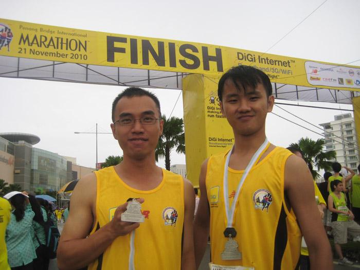 2 Macho Guys Who Ran 21km at PBIM2010