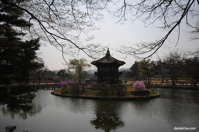 Inside 경복궁 GyeongBokGung Garden