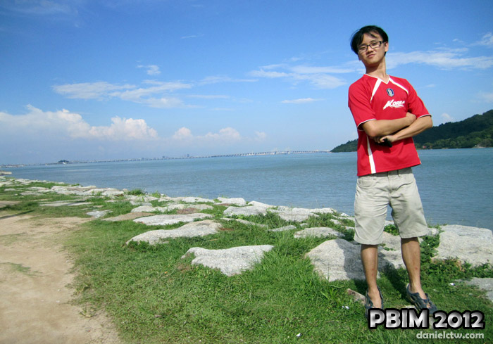 PBIM 2012 Daniel Chew Penang Bridge Pose