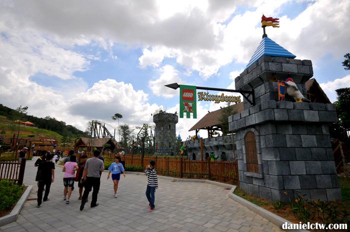 lego-kingdom-walk
