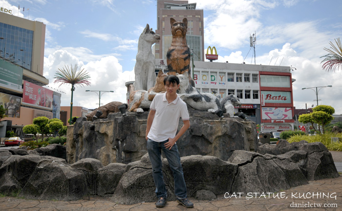 Daniel Chew cat statue Kuching