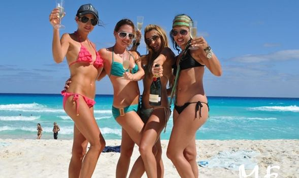 Girls in Bikini in Cancun