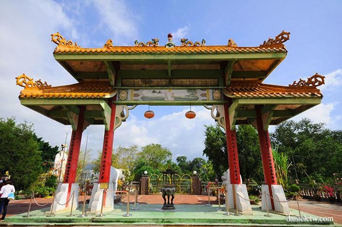 Puh Toh Tze Temple Beyond