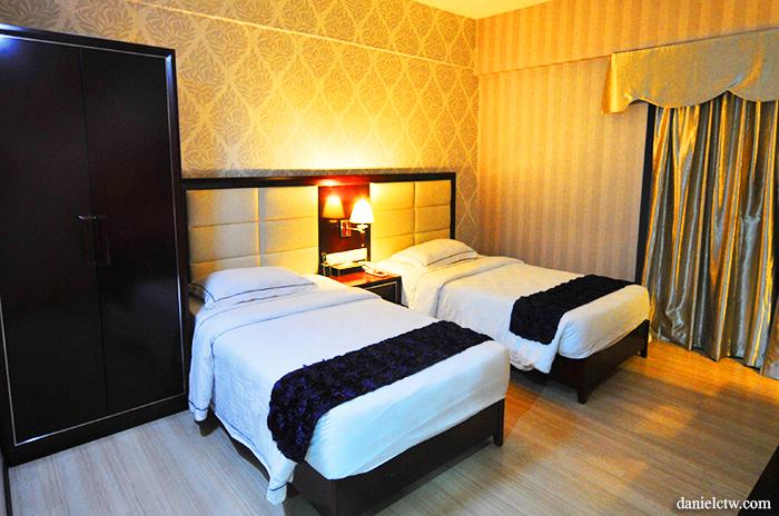 hotel room jb