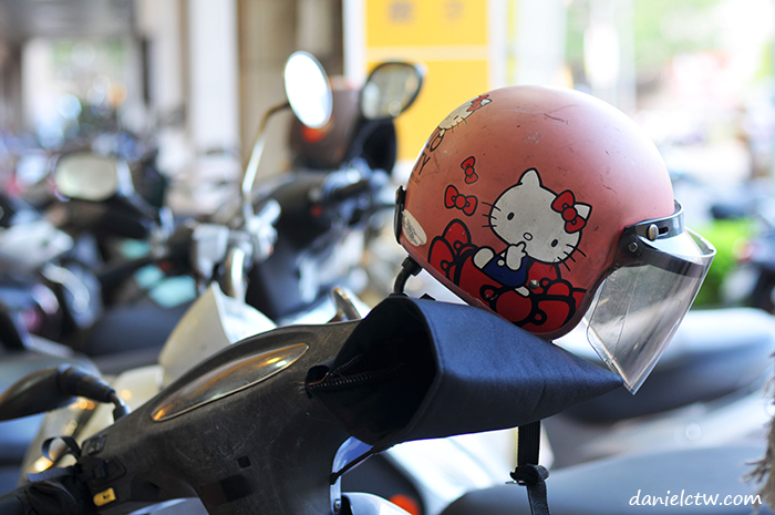 hello kitty helmet taiwan